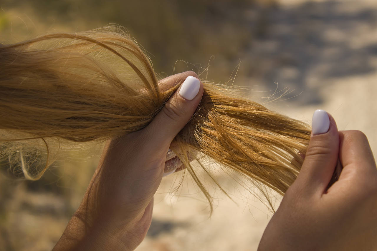 girl wondering on how to treat dry hair