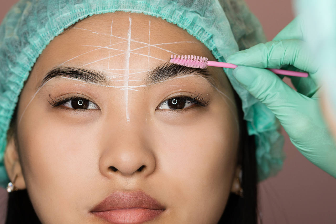 Eyebrow treatment to create natural full brows