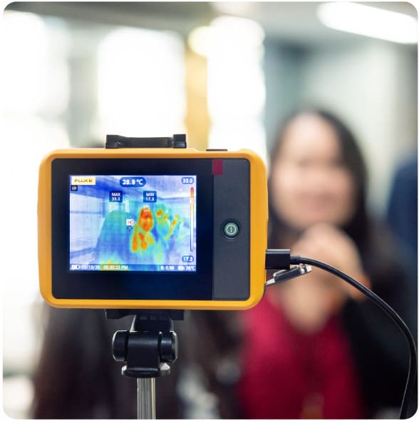 a picture of the thermal imaging camera measing peoples temperatures during corona